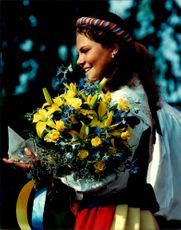 Crown Princess Victoria with his fellow full of flowers on her 18th birthday