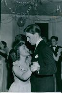 Inga Ridderstrand and Göran Hambræus in dance at the gymnasium Futurum Springball. - 26 March 1948