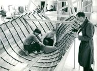 Lars Jernaker and Mats Ingström build a boat under the supervision of professor Lars Erik Tell on Storebro rev