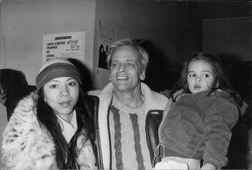 """Klaus Kinsky with his wife Minoi and their daughter Nanoi at the premiere of """"Nosferatu""""."""