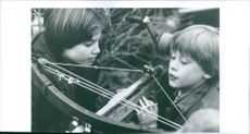 Photo from the Film Ondskans ansikte (original The Good Son) with casts Macaulay Culkin and Elijah Wood. 1993