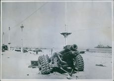 View of war devices of all kinds covered widely the beach of Dunkirk.
