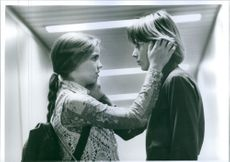 Anna Chlumsky as Vada Sultenfuss and Austin O'Brien as Nick Zsigmond in a romantic conversation scene from the film My Girl 2.
