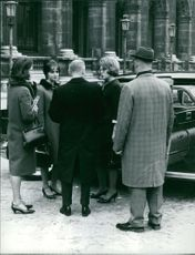 Princess Beatrix in a conversation with people.