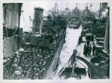 B.E.F. arrives home. 1940.Troops on transports at the quayside.