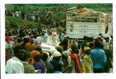 rwanda war.thousands of rwandans gather by red cross food truck.