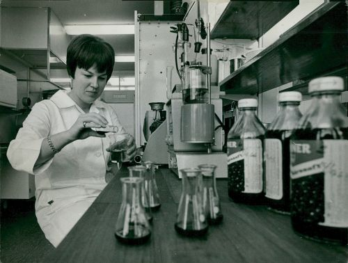 Barbro Schönqvist determines the vitamin C content of one year old blackcurrant juice at KF's food laboratory in Nacka