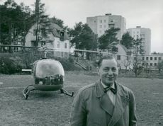 Jarl Hjalmarsson, party leader for the moderators, has arrived by helicopter to Roslags-Näsby