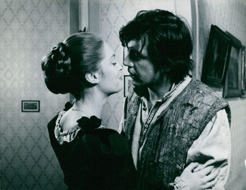 Elizabeth Hartman in a few scenes from her film, her head leans close toAlan Bates opposite her, seemingly trying to give him a kiss.