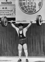 Wu Shude weightlifting.