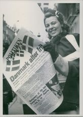 """Freedom Cheers in Copenhagen A young lady, draped in Danebrog, contains """"policy"""" first issue after the liberation of the hands"""