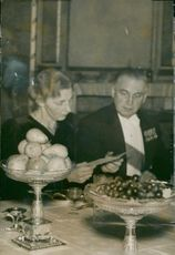 Mrs. Domagk and Professor Edward Appleton during the gala dinner at the castle