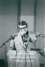 "Billy Carter talar vid ""Arapahoe High School"" skolans avslutning"