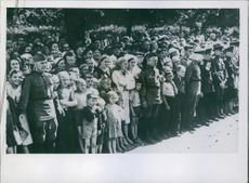 Moscow turns out to see German prisoners.