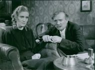 Aino Taube and Nils Lundell  in one of the scenes from the movie