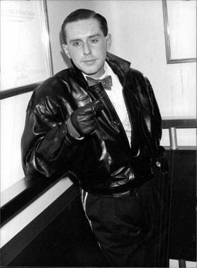 Holly Johnson standing in a leather jacket.