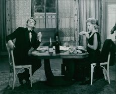 Susan Hampshire dining with unknown man.