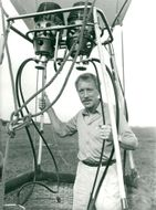 Max von Sydow in a hot air balloon