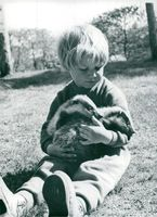 """5-year-old Ann-Katrin with two bastards, in the children's and youth series """"Wilderness"""""""
