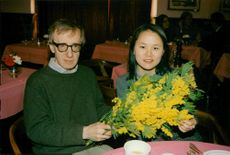Woody Allen gav blommor till Soon-Yi under internationella kvinnodagen