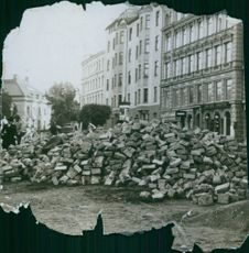 A ruined place and people looking at it during WWI, 1914.