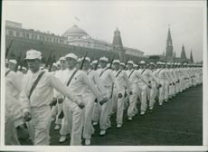 Skilaufer, who participated in the kamfen against the Finnish white -gardists , marching over the Red Square.