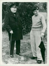 Winston Churchill samtalar med field marshal Montgomery i Normandy