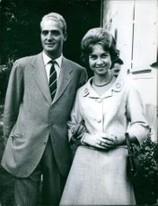 Juan Carlos and Queen Sofía of Spain striking a pose for the photographer.