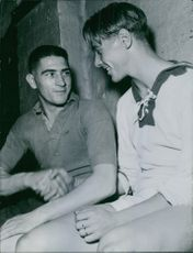 An English Fleet personnel shaking hands with other person, 1945.  international eng. fleet in Sv 1945