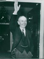 Sir Alec Douglas-Home welcomes the photographers off no. 10 Downing Street