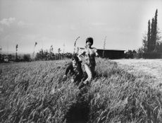 Claudia Cardinale running in farms with a kid.