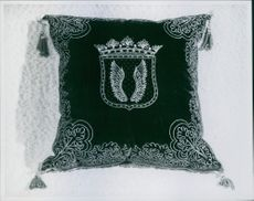 1942 View of an ornamented pillow.  Brahe