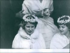 Two little adorned girls during the wedding of Earl Louis Mountbatten with Edwina Ashley.