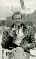 """Roger Moore during the recordings of the James Bond movie """"Live Scoreboard"""""""