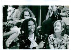 Still of Whoopi Goldberg and Mary-Louise Parker in Boys on the Side.