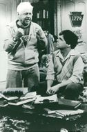 """Mickey Rooney and Nathan Lane in the TV series """"We're Guys Between"""" in TV1"""