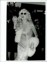 Daryl Hannah with Sister Page