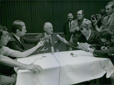 Raoul Salan during his interview with the press. 1968.
