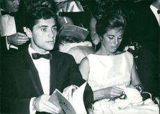 Sacha Distel Et Sa Fiancee sitting with Francine Breaud.