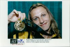 Ludmila Engquist proudly shows his gold medal.