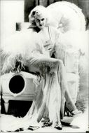 Portrait image of American actress Jean Harlow taken in an unknown context.