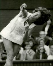 Virginia Wade in action against Swedish Elisabeth Ekblom in Wimbledon