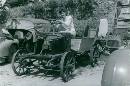A woman is riding a Renault type N 1903