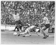 LLoyd McGrath, Steve Hodge and Brian Kilcline are fighting for the ball