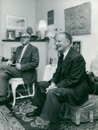Gunnar Hedlund, takes part in the center's rolling figures in front of the TV
