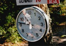 A watch shows the time during the Liding Race
