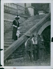Soldiers playing the little girl from the stairs during the First World War.