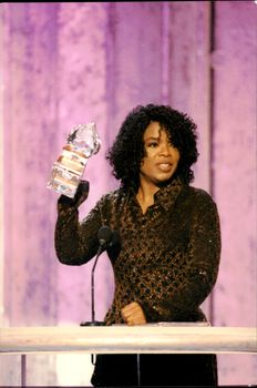 Portrait image of Oprah Winfrey at the People's Choice Award.