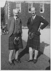 Dudley Gladstone Gordon (right) with his brother.