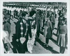 Crown Prince Akihito and husband Michiko on state visit in India visit schools. Here a school inspection of the students